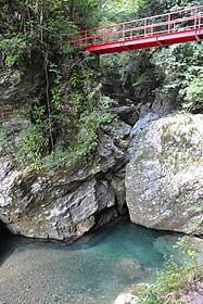 起伏に富んだ2キロ余りの遊歩道が整備された中津渓谷
