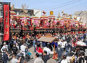 「昭和の日」1日だけとなる石動曳山祭=昨年4月、小矢部市八和町で