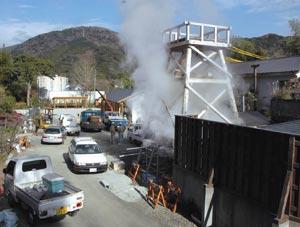 来月1日オープンを目指し、急ピッチで工事が進む峰温泉噴湯公園整備=河津町で