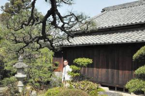 改修される「赤井家住宅」の母屋=伊賀市上野忍町で