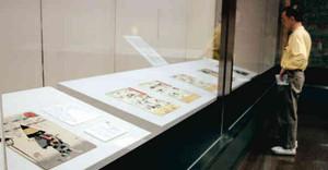 ユニークな浮世絵などが並んだ展示会=岐阜市大宮町の市歴史博物館で