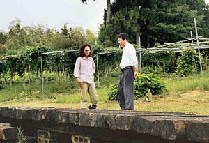 ことしも畑で雅楽演奏会を企画する北村さん夫妻=穴水町瑞鳳で