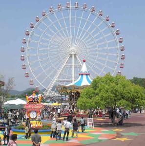 最頂部が地上55メートルある大観覧車=犬山市の日本モンキーパークで
