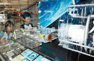新たに展示されている宇宙実験棟「きぼう」の模型=各務原市下切町のかかみがはら航空宇宙科学博物館で
