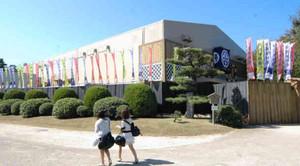 外観がほぼ完成した「名古屋平成中村座」=名古屋市中区で