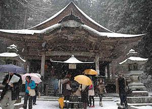 早太郎伝説が残る雪の光前寺