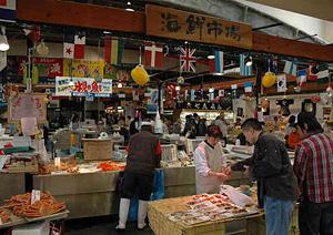 新鮮な魚介類が買える氷見フィッシャーマンズワーフ海鮮館