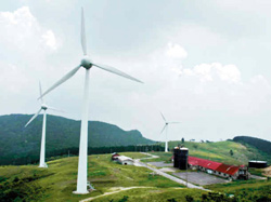 雄大な景色が広がる風力発電所がある井山展望台