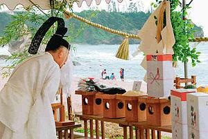 能登半島地震で立ち入り禁止となった琴ケ浜海水浴場で、3年ぶりに行われた浜開き=輪島市で