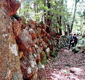 山の中に延々と続く熊野列石