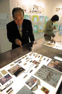 俳優の大村崑さんの眼鏡コレクションを紹介する博物館=鯖江市のめがね会館で