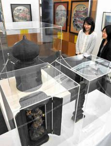 貴重な史料が展示されている名古屋開府400年と流れる堀川展=名古屋市中区金山町の名古屋都市センターで