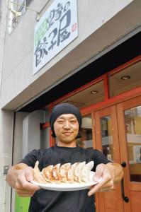 ギョーザ専門店をオープンさせる河合さん=豊橋市中柴町の「農家の餃子屋」で