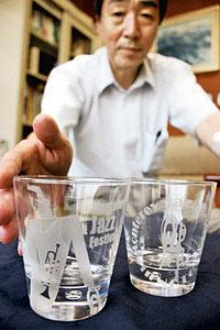 大人向けに作られた2種類のグラス=七尾市で