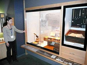 金箔職人の道具などがある常設展示室=金沢市東山で