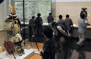 屏風や武具など名品が並ぶ「尾張徳川家の名宝」展=名古屋市東区の徳川美術館で