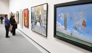テーマも手法もさまざまな作品が並ぶ会場=名古屋市東区の県美術館ギャラリーで