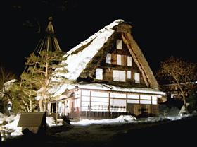 飛騨の里のライトアップ(岐阜県高山市)