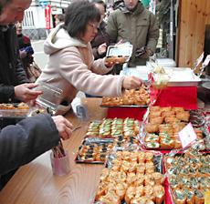 おいしそうないなり寿司が並ぶ「豊川いなり表参道」の出店
