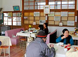 旧七保第1小学校校舎を活用した「野原工房げんき村」喫茶室
