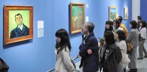 初日から多くの来場者でにぎわう「ゴッホ展」=名古屋市美術館で