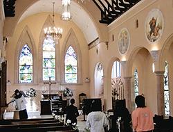 伊豆高原ステンドグラス美術館内の教会