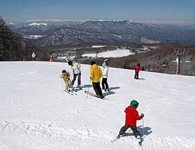 北アルプスが一望できる「白樺高原国際スキー場」