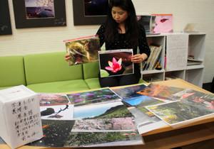 被災地に向けてチャリティーとして販売される前田伸一さんの写真=大津市のフォレオ大津一里山で