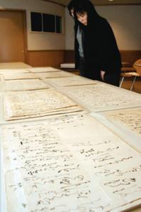 企画展で紹介されるまつ直筆の手紙=射水市新湊博物館で