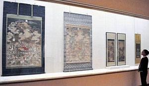 長谷川派の作品などを紹介する収蔵展=県七尾美術館で