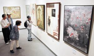 日本画の力作が並ぶ日春展=名古屋市中区の松坂屋美術館で