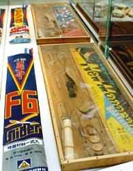 戦後に人気を集めた模型飛行機のキット=静岡市駿河区で