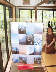携帯電話のカメラで撮影した海辺の風景を組み合わせた作品=津市香良洲町で