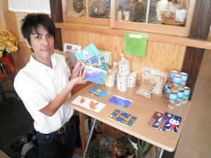 東北地方の授産施設が作った品々を並べたコーナー=豊田市上原町のカフェ・Musu・Bで