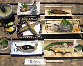 アユの刺し身や渋うるかなどがつく5250円のコース料理