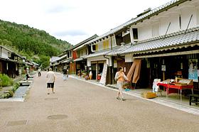 鯖街道にある熊川宿の中で、一番道幅の広い中ノ町