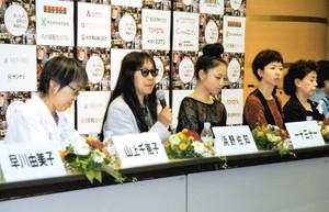 あいち国際女性映画祭の開幕を前に会見する浜野佐知監督ら(左から2人目)=名古屋市東区のウィルあいちで