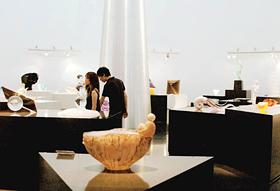 世界のガラス工芸作家の作品が鑑賞できる「黄金崎クリスタルパーク」のミュージアム