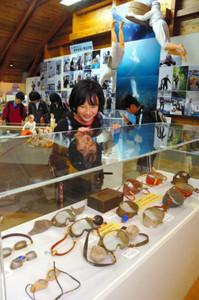 海女の歴史や素顔を多くの資料で紹介する特別展=鳥羽市浦村町の海の博物館で