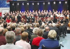 豊橋市民らも参加して開かれた第九合唱コンサート=ドイツ・ノイルッピンで(弓削雅人撮影)
