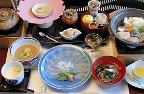 天然トラフグなどを使った人気の昼食料理