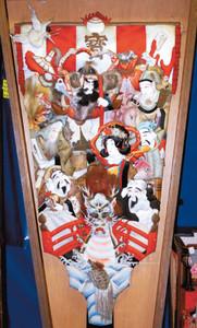 宝船の船首に龍がデザインされた押し絵羽子板=静岡市葵区西草深町の日本人形博物館で