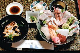 新鮮な魚介類が盛りつけられた若狭の漁師丼