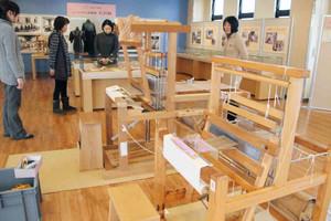石田縞を紹介する「ふくいの技と知恵~ふくいの伝統織物石田縞」=福井市の県立こども歴史文化館で
