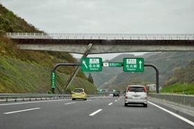 14日に開通した新東名の3車線区間