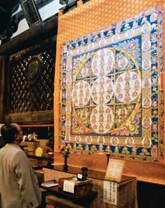 特別公開された「金剛界八十一尊曼荼羅」=愛荘町の金剛輪寺で