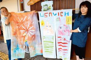 過去の展示会で中山道沿いに並んだのれんアート作品=愛荘町の愛知川駅で