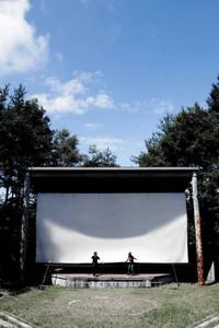 「星空の映画祭」会場の半円形劇場=原村で(実行委員会提供)