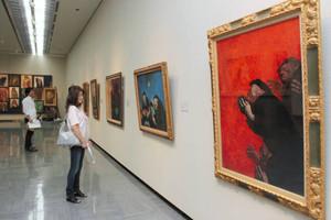 心に迫る鴨居玲さんの作品が並ぶ会場=県立美術館で