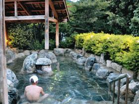 野趣あふれる湯の平温泉の露天風呂